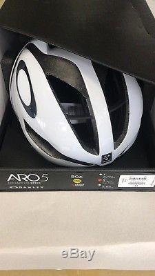 Oakley Aro5 Helmet BOA/MIPS SIZE M