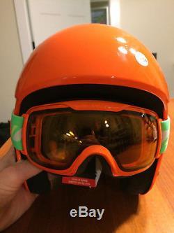 Casque De Ski Uvex Race + Plus Fis, 53/54 CM Et Lunettes De Descente Correspondantes 2000, Territoires Du Nord-ouest